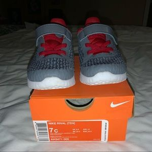 Toddler Nike Rival size 7